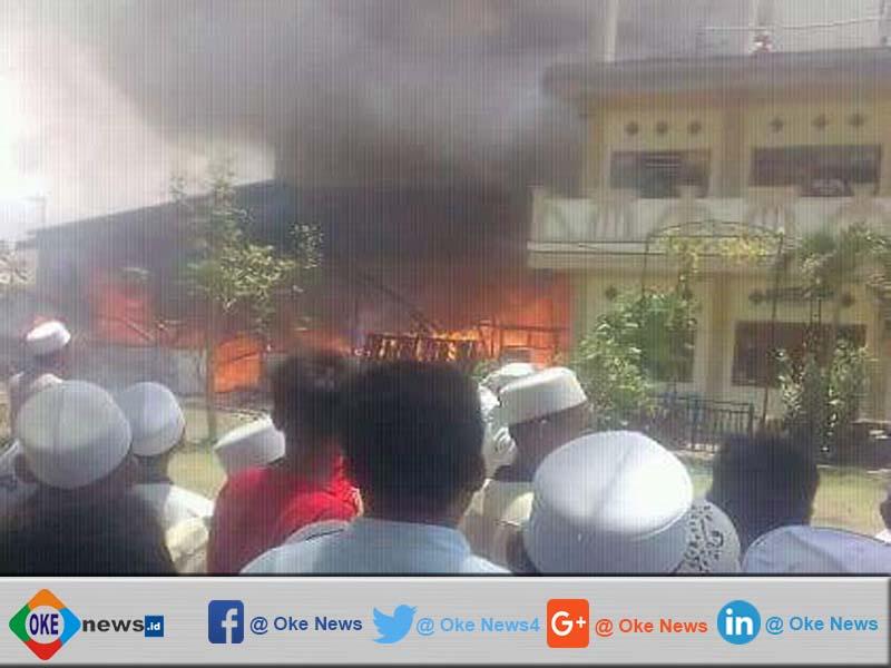 Gudang Penyimpanan Terbakar, Ratusan Santri Ponpes Sholihin Berhamburan