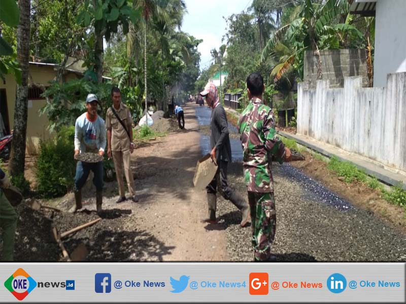 Pengaspalan Di Desa Ayamalas Dibantu TNI
