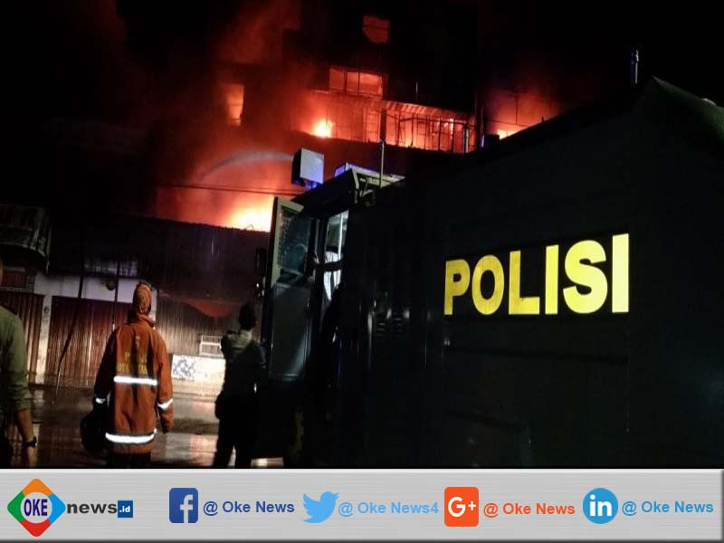 Warga Mataram Dipanikkan Dengan Kebakaran Toko Kembang Api